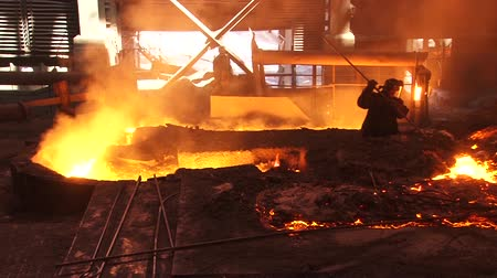расплавленный : Metallurgical industry, working in the foundry, production of pig iron