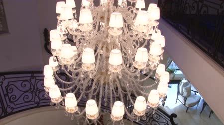 aydınlatma : Large crystal chandelier above the staircase chandelier
