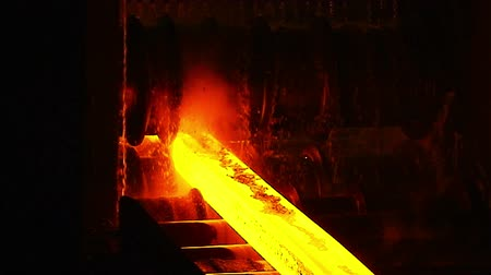 młyn : Molten metal melted in furnace at metallurgical plant Wideo