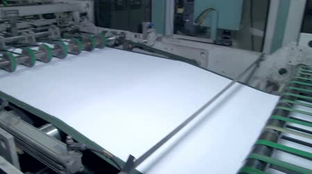 impressão digital : The machine for the preparation of the paper before cutting Stock Footage