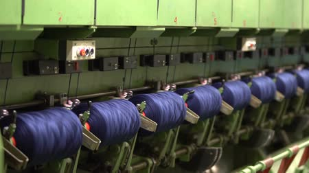 Production of yarn. Threads, coloured 28