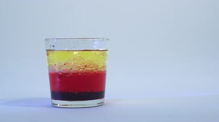 rozpouštění : Mixing of liquids in a glass or dissolution 14
