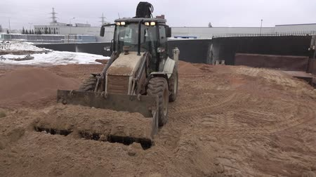asphalt base : Tractor leveled the hot sand 4