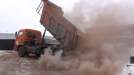 asphalt base : hot sand unloading 1