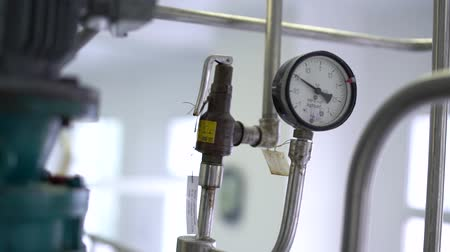 barometr : Pressure gauge for measuring the pressure of liquid or gas 1 Wideo