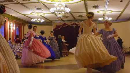 маскарад : VORONEZH, RUSSIA - APRIL 22, 2017: ballroom dancing master class during Spring ball, historical ball. People dancing in a historical costumes. Historical dance party. Стоковые видеозаписи