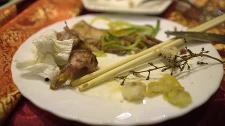 körítés : People celebrate holiday in Chinese restaurant. Eat traditional Chinese food. Close up. Stock mozgókép