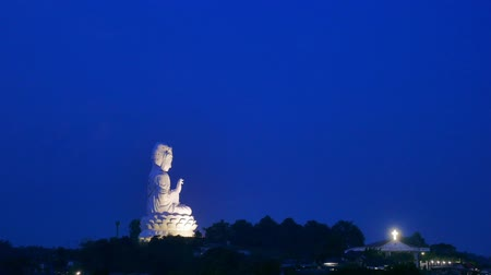 cultura thai : Big Buddha Chiang Rai is actually Guan Yin