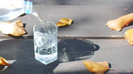 purificado : Pouring glass of water on the table.