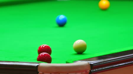 sinuca : Close up of Snooker shooting on snooker table. Game of snooker. Stock Footage