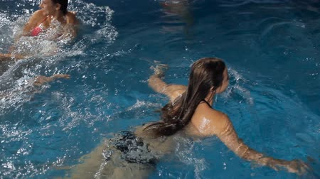 nedves : Beautiful young women dancing at swimming pool Stock mozgókép