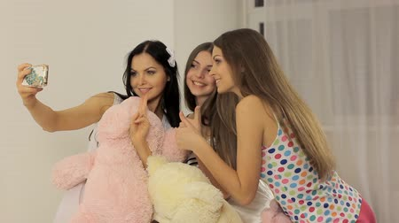 juventude : Three young women having fun (pillow fight)