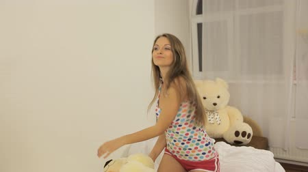 hračka : Girl dancing on the bed with a toy