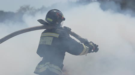 истребитель : Courageous firemen put out extensive fire