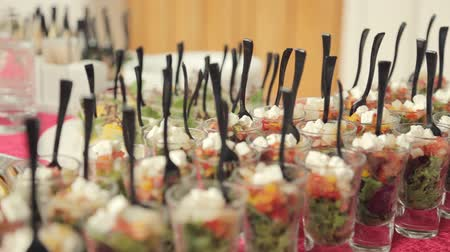 arranjo : Various appetizers, desserts, drinks, vegetable salad at a banquet on catering