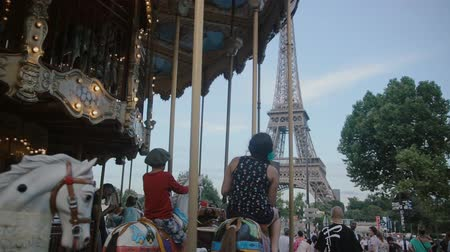 voyager : PARIS, FRANCE-JULY 23,2015: Vintage carousel on july 23, 2015 in Paris, France