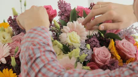 florista : Huge spring bouquet of lilacs, roses, chrysanthemums, gerberas and carnations