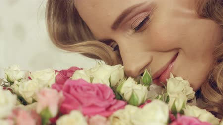lux : Green-eyed blonde delighted with the the beautiful bouquet of roses