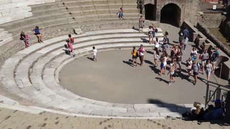 руины : Views of the Amphitheatre in the ancient Italian city of Pompeii. Стоковые видеозаписи