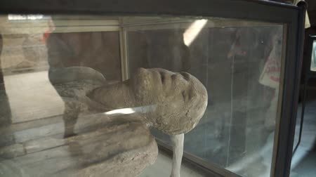 руины : One of the victims  found in the ancient Italian city of Pompeii. Стоковые видеозаписи