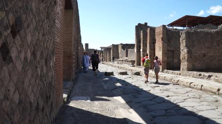 neapol : Views of the streets in the ancient Italian city of Pompeii.