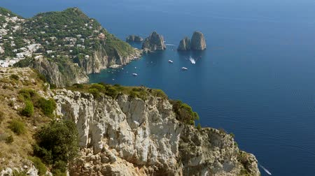 neapol : Views of the Isle of Capri off the Coast of Italy