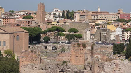 руины : Views from around the ancient Italian city of Rome.