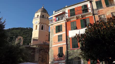 falu : Scenes of the Italian coastal town Vernazza.