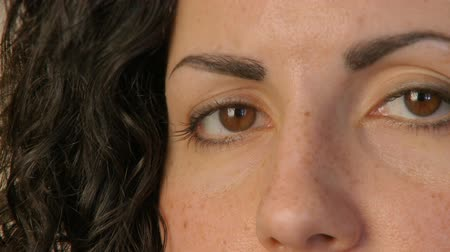 ouvido : Close up shot of a female in her 30??s Vídeos