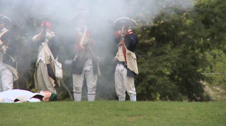 war : Soldiers fire at enemy during a revolutionary war battle reenactment Stock Footage