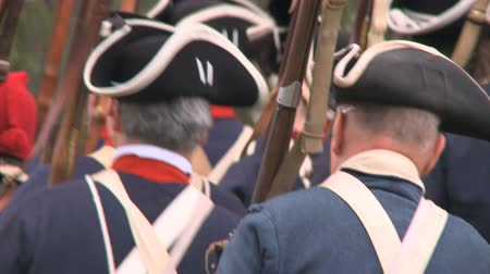 war : Soldiers march during a revolutionary war battle reenactment