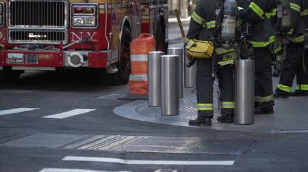 eşitlik : New York City firemen take a break next to their firetruck on a sunny day. Stok Video