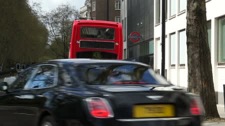 dvojitý : Scenes of transportation in London such as cars trucks lorries and buses