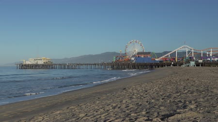 pacífico : The Santa Monica Pier is a large double-jointed pier located at the foot of Colorado Avenue in Santa Monica, California. The pier is popular landmark that is over 100 years old.