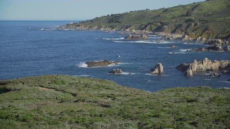 stoupat : Scene from dramatic coast along historic highway 1 and Big Sur in California.