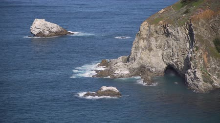 západ : Scene from dramatic coast along historic highway 1 and Big Sur in California.