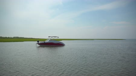 marynarka wojenna : View of a luxury boat near the marsh and dock of Ho Hum beach on Fire Island on a gorgeous sunny day