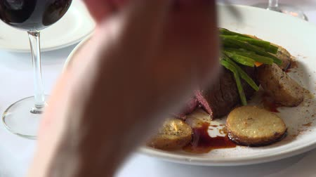 специи : Scene of Fillet mignon being eaten