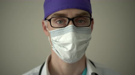 danışman : View of a medical professional looking into the camera Stok Video