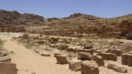 aqaba : Short left pan of the ruins located in ancient Petra Stock Footage