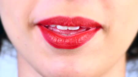 boca aberta : close-up of a womans mouth that speaks quickly