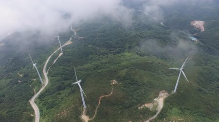электрический : Aerial view of wind turbines Стоковые видеозаписи