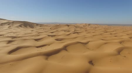 desolado : Sand dunes in the Sahara Desert, Morocco Stock Footage