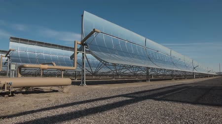 saçak : View of solar power station mirrors (time-lapse)