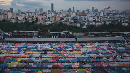 zondag : Train Night Market Ratchada, Bangkok, Thailand (time-lapse)