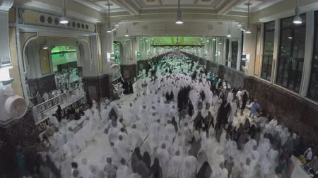 mesquita : the movement of pilgrims in the mosque (Mecca)
