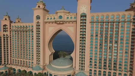 эмираты : flying near the hotel Atlantis Dubai