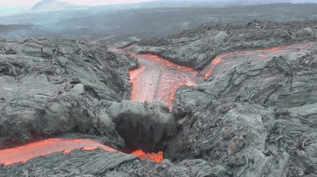 Streams of hot lava from a volcanic eruption (close-up) Стоковые видеозаписи