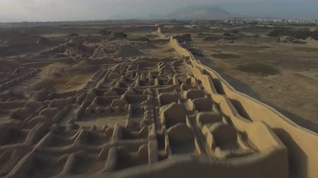 archeologie : Chan Chan ruins. Peru is the oldest known Pre-Colombian city