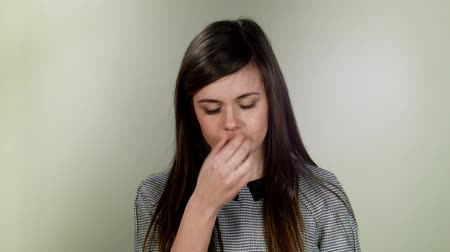 Łzy : Emotional person. Young girl crying on neutral background Wideo